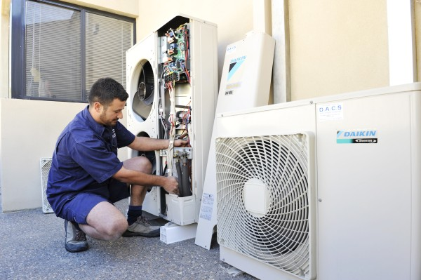 sửa máy lạnh daikin tại nhà